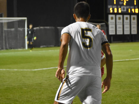 Irish outlast Wolverines in penalty kicks to advance to Round of 16